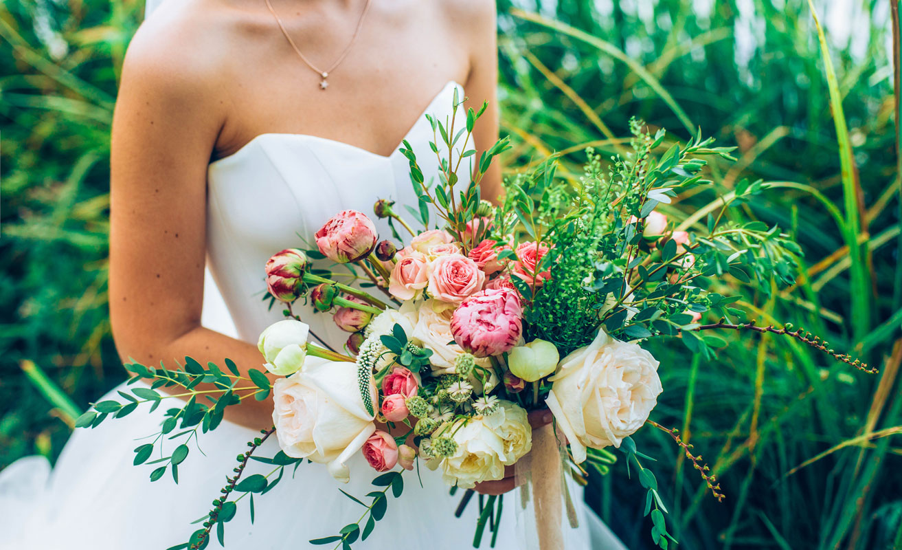 Rustic bouquets, greenery add natural flair to weddings
